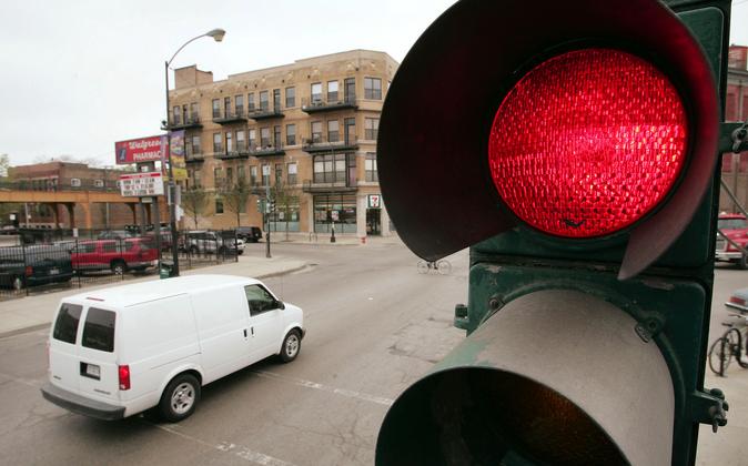 Проезд на красный свет: штрафы, правила и особые случаи