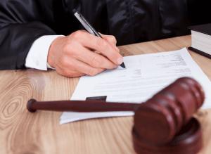 Подача прошения с жалобой в суд