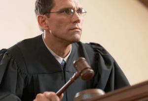 Если иск до 50 тысяч рублей - можно обращаться к мировым судьям