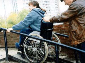 Инвалидам требуется помощь при получении документов