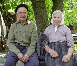 Пожилые люди за 80 лет