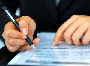 При оформлении кредита следует внимательно читать договор