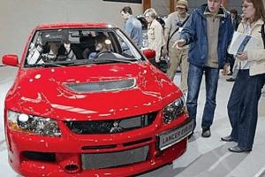 Машины в автосалоне