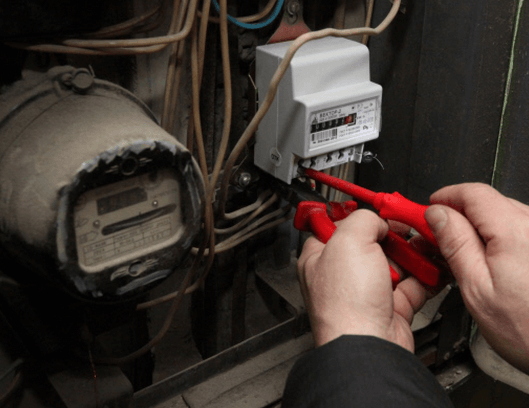 Каким образом и кем осуществляется замена счетчика электроэнергии: за чей счет