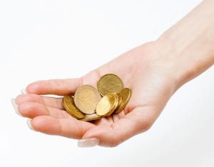 Невысокая зарплата секретаря суда