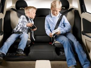 Удерживающее устройство для перевозки детей