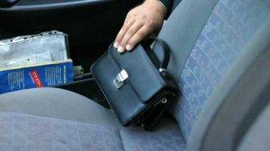 Кража барсетки из автомобиля