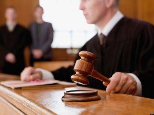 Судья на процессе