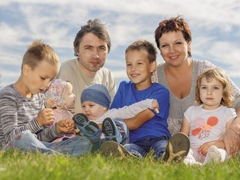 Какие семьи считаются многодетными: получение прав на привилегии