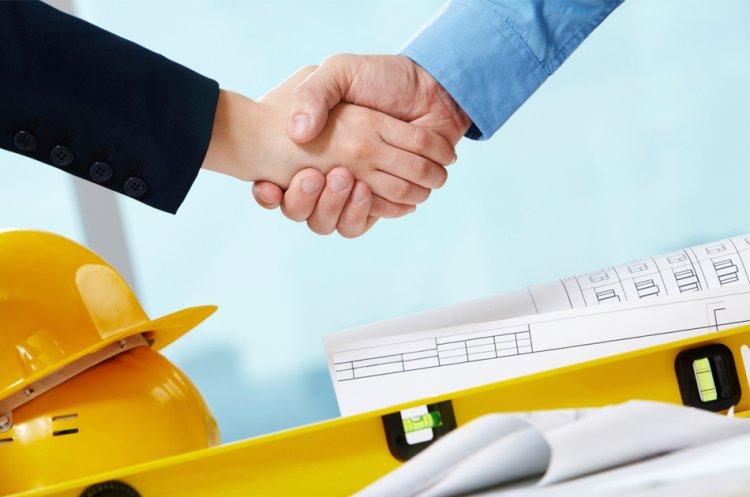 Подписание договора на ремонт квартиры