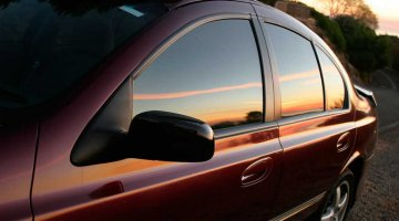 Машина с тонированными стеклами