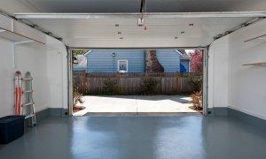 Пустой гараж в частном доме