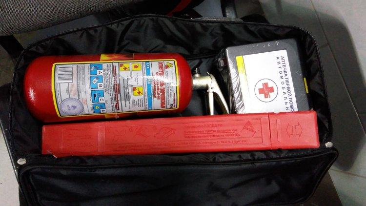 Аптечка, огнетушитель, знак аварийной остановки