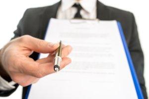 Документ, ручка, предложение подписать