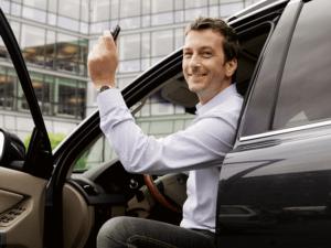 Машина, ключи, водитель