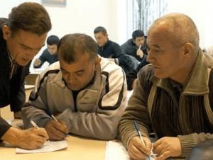 Мигранты проходят тесты на знание языка и культуры страны