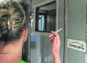Курение в тамбуре поезда