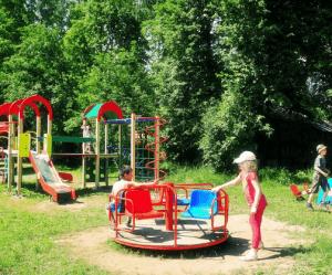 Детская площадка тоже относится к местам общего пользования