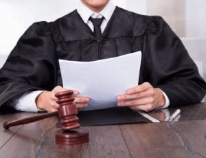Судья зачитывает характеристику