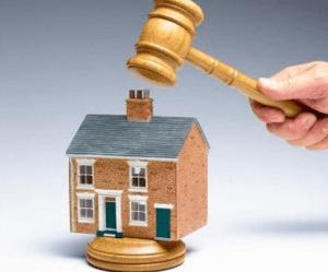 Банк претендует на имущество
