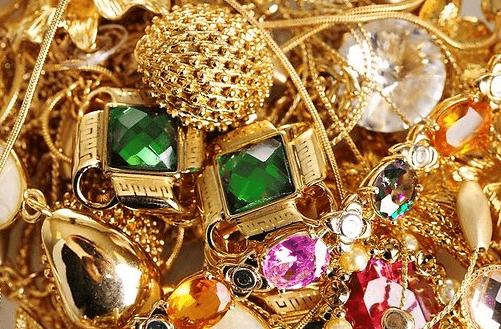Можно ли вернуть золотое украшение в магазин, как это делается