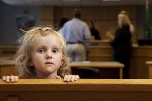 Опекунство через суд