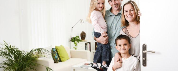 Молодая семья в новой квартире