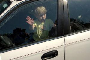 Ребенок в машине один