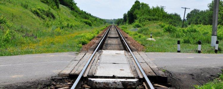 Знак железнодорожного переезда без шлагбаума. Как он выглядит. Особенности регулирования