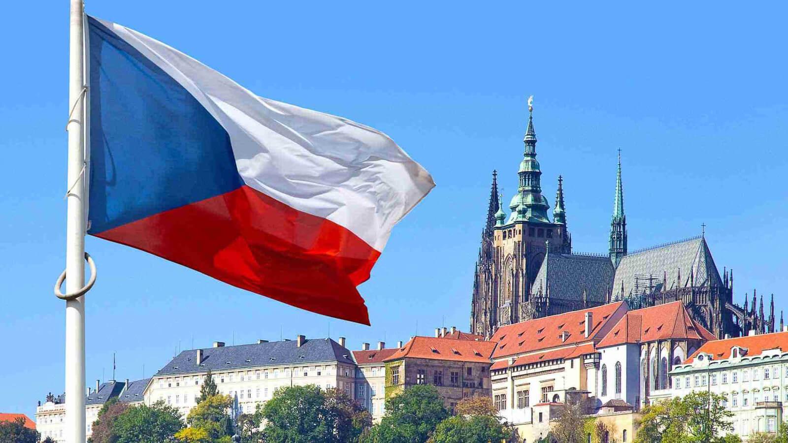 Эмиграция в Чехию из России: этапы и особенности